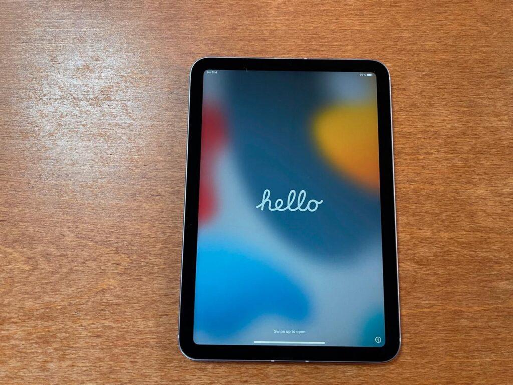 iPadmini6パープルがiPhone12より軽く感じる